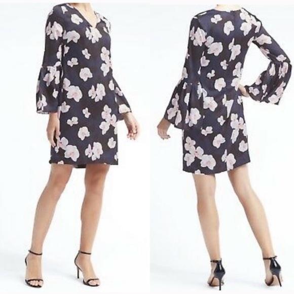 Banana Republic Dresses & Skirts - Banana Republic Bell Sleeve V-Neck Dress Navy 12